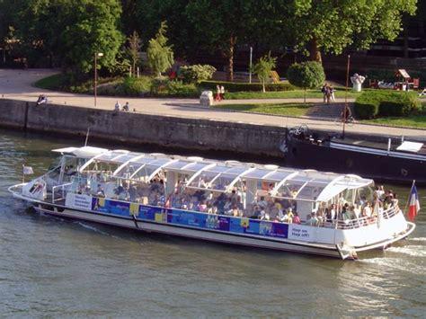 un bateau mouche sur la seine sous les ponts de paris le blog de papyserge