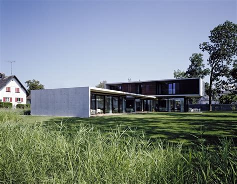 Exposed Concrete, Cantilevered House in the Town of Hard