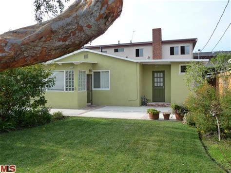 real homes of genius santa 735 square foot home