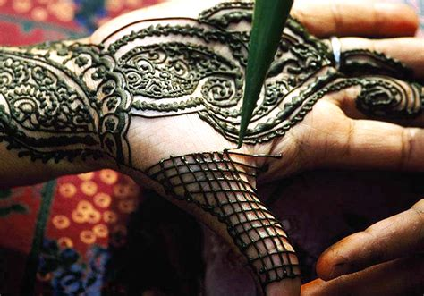 treatment for henna tattoo allergy henna and temporary tattoos can cause an allergic reaction