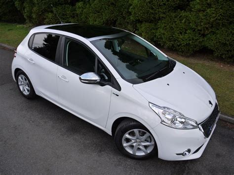 white peugeot for sale used bianca white peugeot 208 for sale surrey