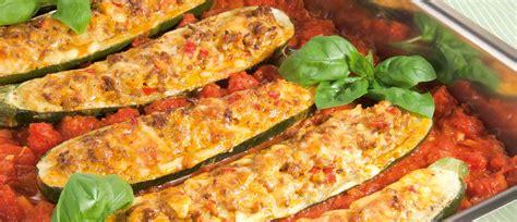 zucchini möhren kuchen gef 252 llte zucchini mit hackfleisch und tomatensauce rezept