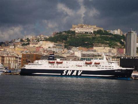 hotel napoli porto il porto di napoli dalla nave foto di baia di napoli