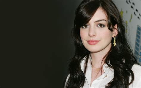 famous wallpapers anne hathaway wallpaper 86849