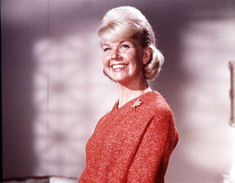 actress doris day veteran actress doris day makes history in uk album chart