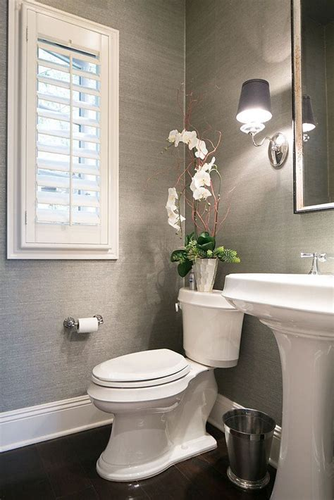 wallpapered bathrooms ideas 25 best ideas about small powder rooms on