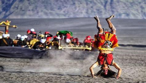 suku tengger sebuah kebudayaan  unik  kaki gunung