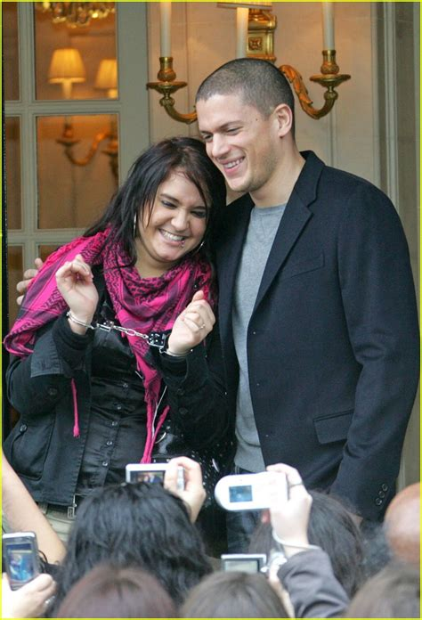 Miller And Married Bf Still On by Wentworth Miller Is Handcuffed Photo 1000051 Wentworth