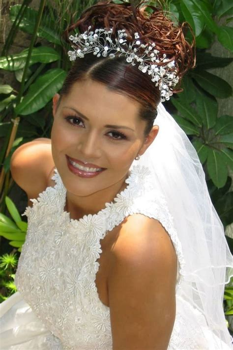 Wedding Hairstyles Veil by Wedding Hairstyle With Tiara