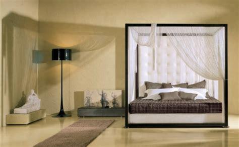 schlafzimmer mit baldachin ein bett mit baldachin versteckt ihre tr 228 ume