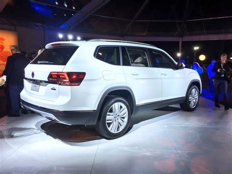 Vw Atlas Size by 2018 Vw Atlas Is A Brand New 7 Seater Large Crossover For