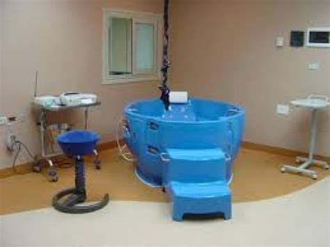 vasca parto in acqua asl 1 ospedale san salvatore ostetricia domani si