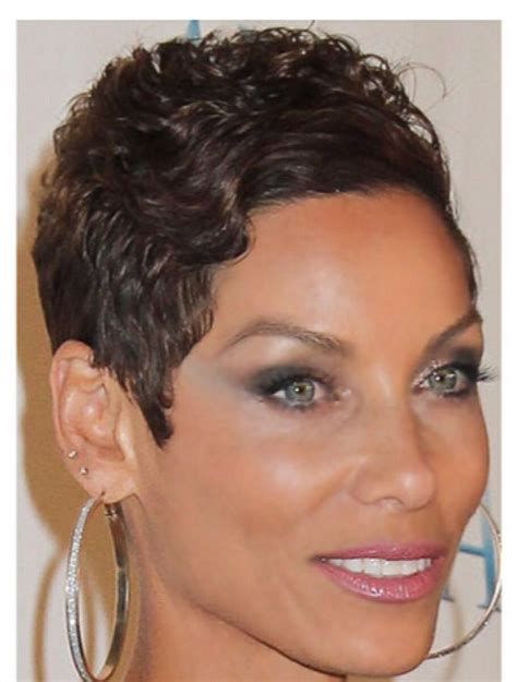 nicole mitchell short curly casual hairstyle i m loving her hair nicole murphy nicole murphy