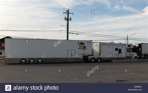 Travel Sleeper Cer Trailer by Semi Truck With Condo Tractor Sleeper And Box Trailer For