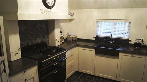 landelijke keuken wit landelijke witte keuken met een massief hardstenen