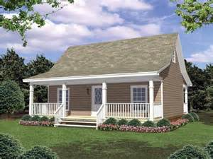 cottage house plan with 800 square feet and 2 bedrooms