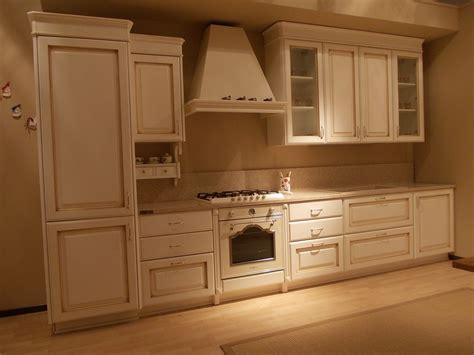 cornice cucina cucina carma cucine modello iride classica laccate opaco