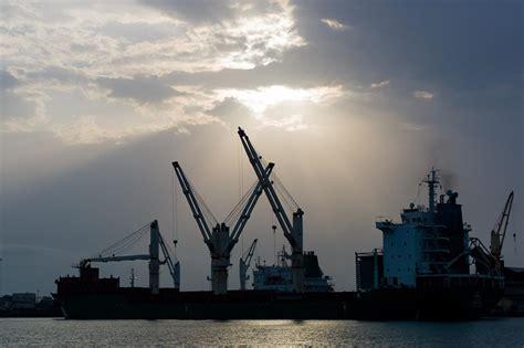 grande porto della cina cina la nuova via della seta conduce all africa 28 07