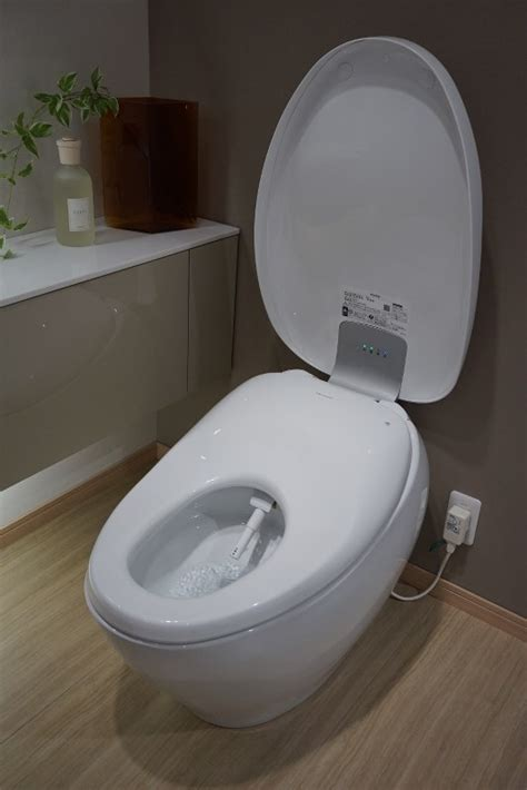 luxurious loo toto   sales  deluxe washlet