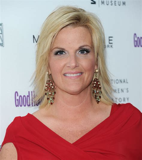 trisha yearwood shaggy hairstyle trisha yearwood photos good housekeeping s annual shine