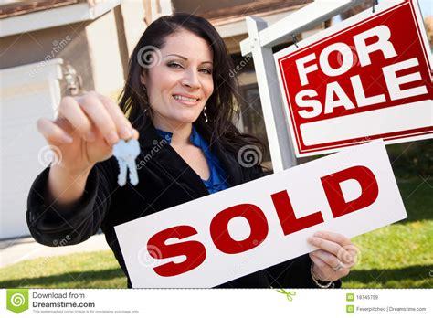 libro sold one womans true hispanic woman holding sold sign and keys house royalty free stock images image 18745759