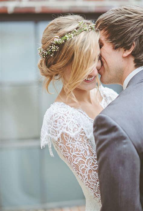 Hochsteckfrisuren Hochzeit Mit Blumen by Brautfrisur Mit Blumen 44 Einmalige Fotos Archzine Net