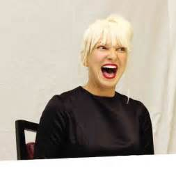 Sia Rihanna Chandelier For Anonymity Loving Sia A New Album Acting For Other