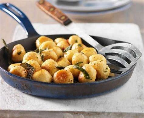 gnocchi di zucca con burro e salvia frasi gnocchi di patate 10 ricette per condirli greenme