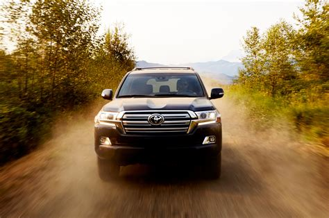 land cruiser 2016 2016 toyota land cruiser first look review motor trend