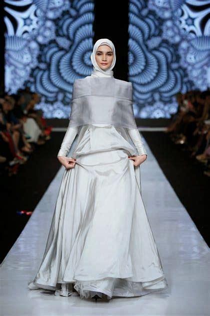 design gaun fashion show inspirasi gaun bridesmaid muslimah untuk wanita berhijab