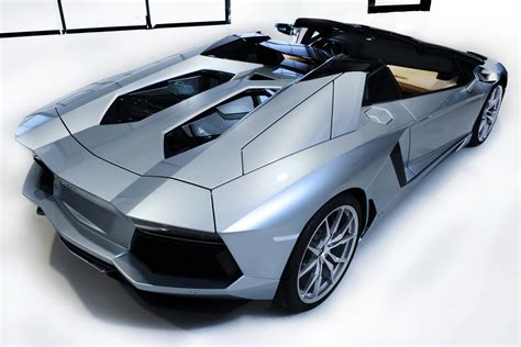 lamborghini aventador convertible roof video lamborghini aventador roadster roof installed autotribute