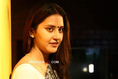 shanthi tamil  trailer review stills