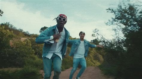 wanna be us lil boat premiere watch lil yachty and burberry perry flex on the