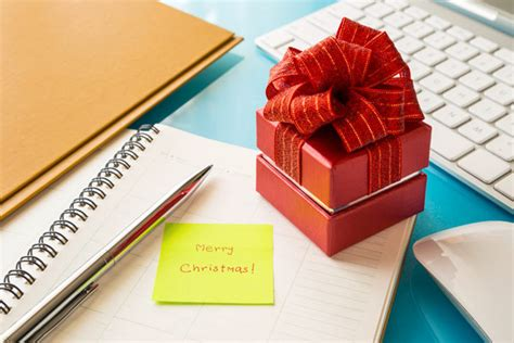 christmas gift ideas for small company 35 easy gift ideas for co workers