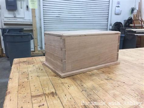 Handmade Dovetail Joints - building a dovetail box with cut joinery handmade