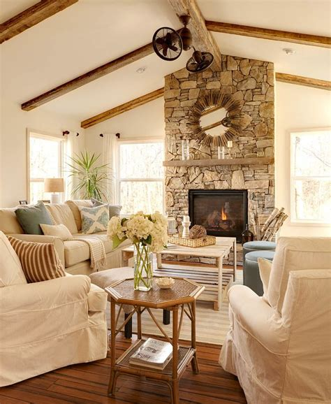 Fireplace Vaulted Ceiling by Vaulted Ceiling With Wood Beams Fireplace