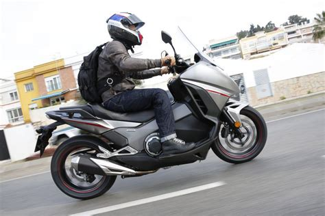 honda integra scooter ride honda integra review visordown