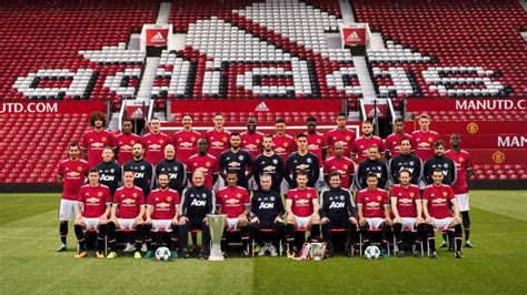 libro manchester united official 2017 one player weirdly stood out in man united s 2017 18 squad