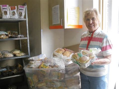 Dupage County Food Pantries by Hungry Families In Dupage County Reaching For Food Pantry