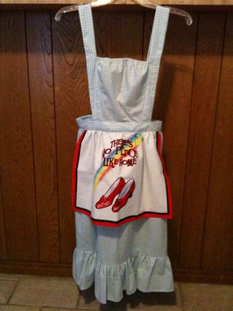 pattern for apron with towel dorothy wizard of oz apron i used a dish towel from www