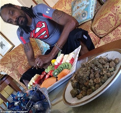 Home Designs In Queensland by Snoop Dogg Poses With Huge Bowl Of Weed In Australian