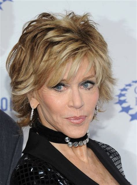 what color hair is jane fondas aging gracefully jane fonda short layered hair pale