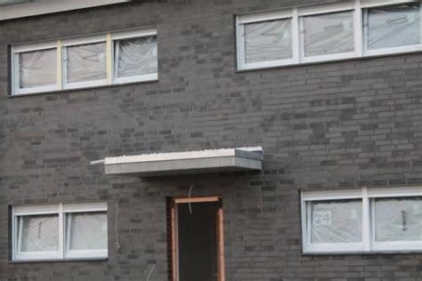 vordach abdichten regenspeier am vordach montiert und abgedichtet