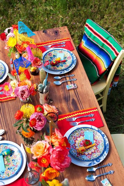 Bird Themed Home Decor by Chic Mexican Inspired Tablescapes For Your Fiesta