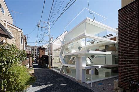 House Of S 全面ガラス張りの狭小住宅 柄沢祐輔建築設計事務所が設計した外からも中からも丸見えの複雑な構造をした狭小住宅 S