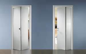 porte pieghevoli in legno porte in legno ferrerolegno porte da interni in legno