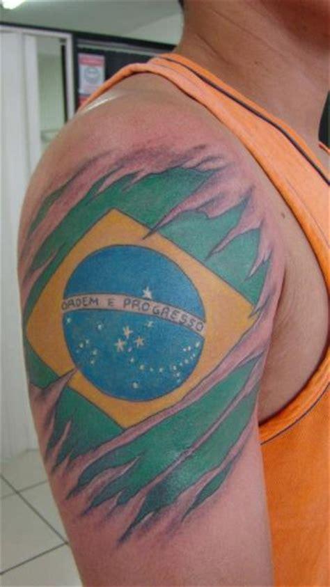 tatuaje hombro bandera brasil por brasil tatuagem