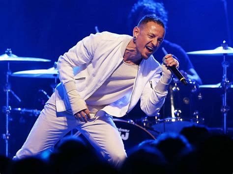 Kaos Rip Chester Bennington Linkin Park V 1 ช อค วงการเพลงน กร องนำวง quot linkin park quot เส ยช ว ต r i p chester bennington zozaup