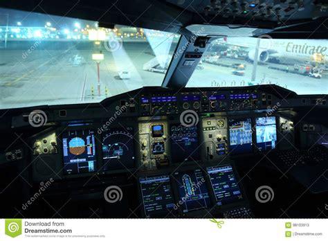 cabina di pilotaggio airbus a380 la cabina di pilotaggio di airbus a380 degli emirati ha