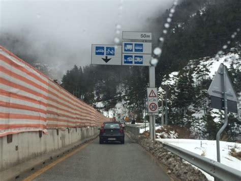 chiusura tunnel tenda isolamento di una provincia per chiusura tunnel colle di